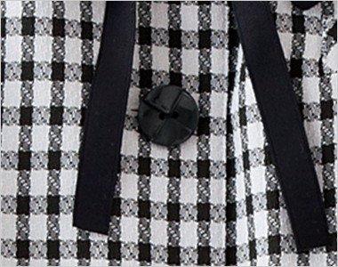 クロスデザインがきれいな黒いボタン