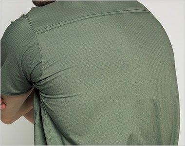 吸汗速乾性がある、動きやすいストレッチ素材。洗いざらしのような独特の風合いも魅力です。