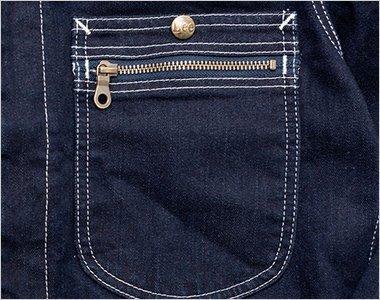 ジッパー付の右胸ポケット