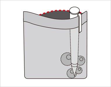 胸ポケットの中はペンのインク漏れのしみ出しを防止する生地を使用