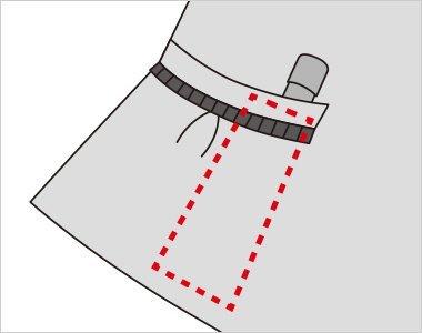 右ポケット内側に印鑑やリップクリームが収まるミニポケット付き