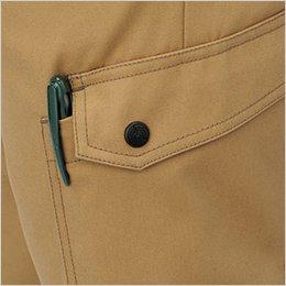 左カーゴポケットは落下防止に優れたフラップ付き(ペン挿しスペース付き)