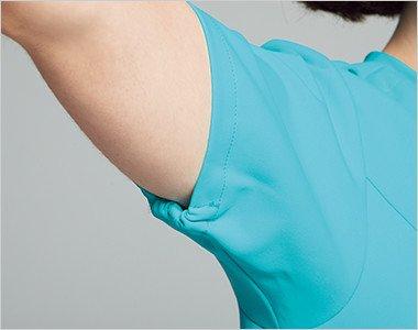 袖の開きをセーブする袖下ゴム。腕を上げた際の袖口の開きすぎを抑えます。