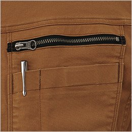 左胸 ファスナー仕様のポケット