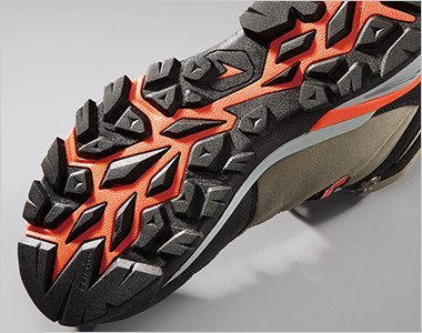 トレッキングシューズを参考にした靴底意匠を採用。悪路やハードな現場でも滑りにくい意匠です。