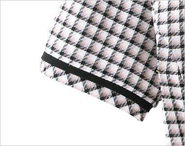 en joie(アンジョア) 26390 丸襟とポケットのリボンがかわいいチェック柄オーバーブラウス すっきりしあげた黒テープ