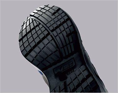 ジーベック 85140 耐滑セフティシューズ 樹脂先芯 滑りにくさを考慮した靴底意匠と耐滑性のよい配合のラバーを採用し転倒事故を防ぎます。